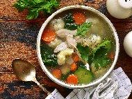 Пилешка супа с карфиол, тиквичка, целина, моркови, лук и подправки (риган, мащерка, босилек)